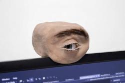 Представлена веб-камера, которая до жути напоминает настоящий человеческий глаз