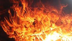 В Сургуте пожар - загорелся двухэтажный дом